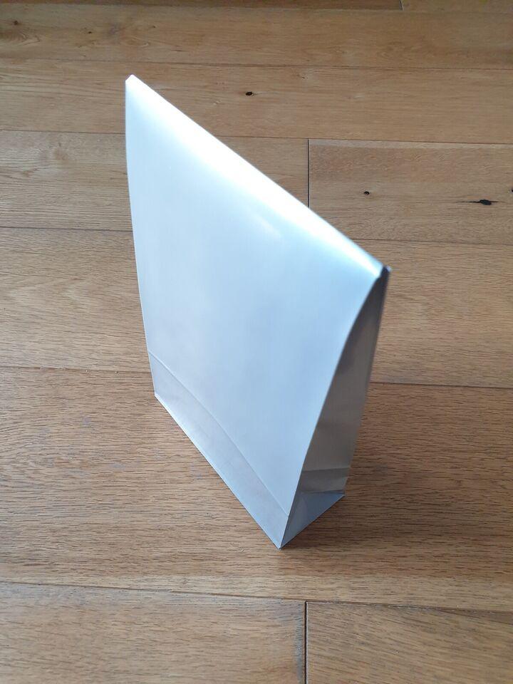 Helt nye gaveposer i sølvgrå glanspapir, M,40 styk