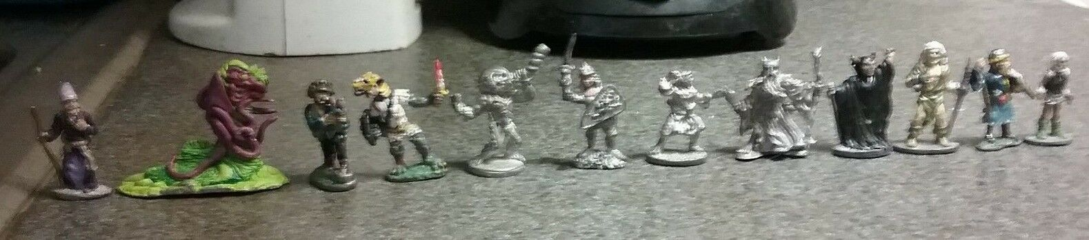 Warhammer Fantasy Game  figures 12x Set, la plupart peints, toutes les miniatures métalliques  abordable