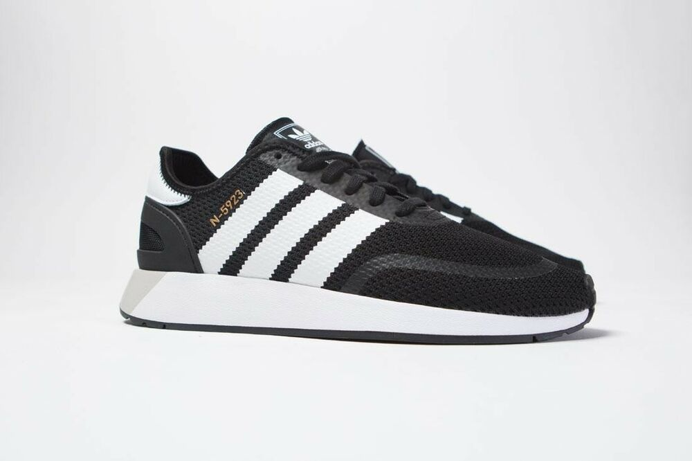 CQ2337 Adidas homme Iniki courirner N-5923 noir footwear blanc Gris one
