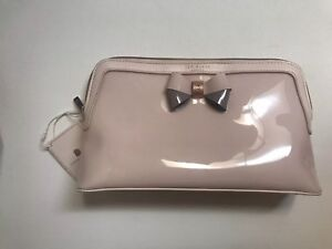 db4d74c9d699 Ted Baker London Madlynn Pale Pink Bow Large Cosmetics Wash Bag