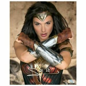 Gal-Gadot-Autographed-Wonder-Woman-Princess-Diana-8x10-Photo