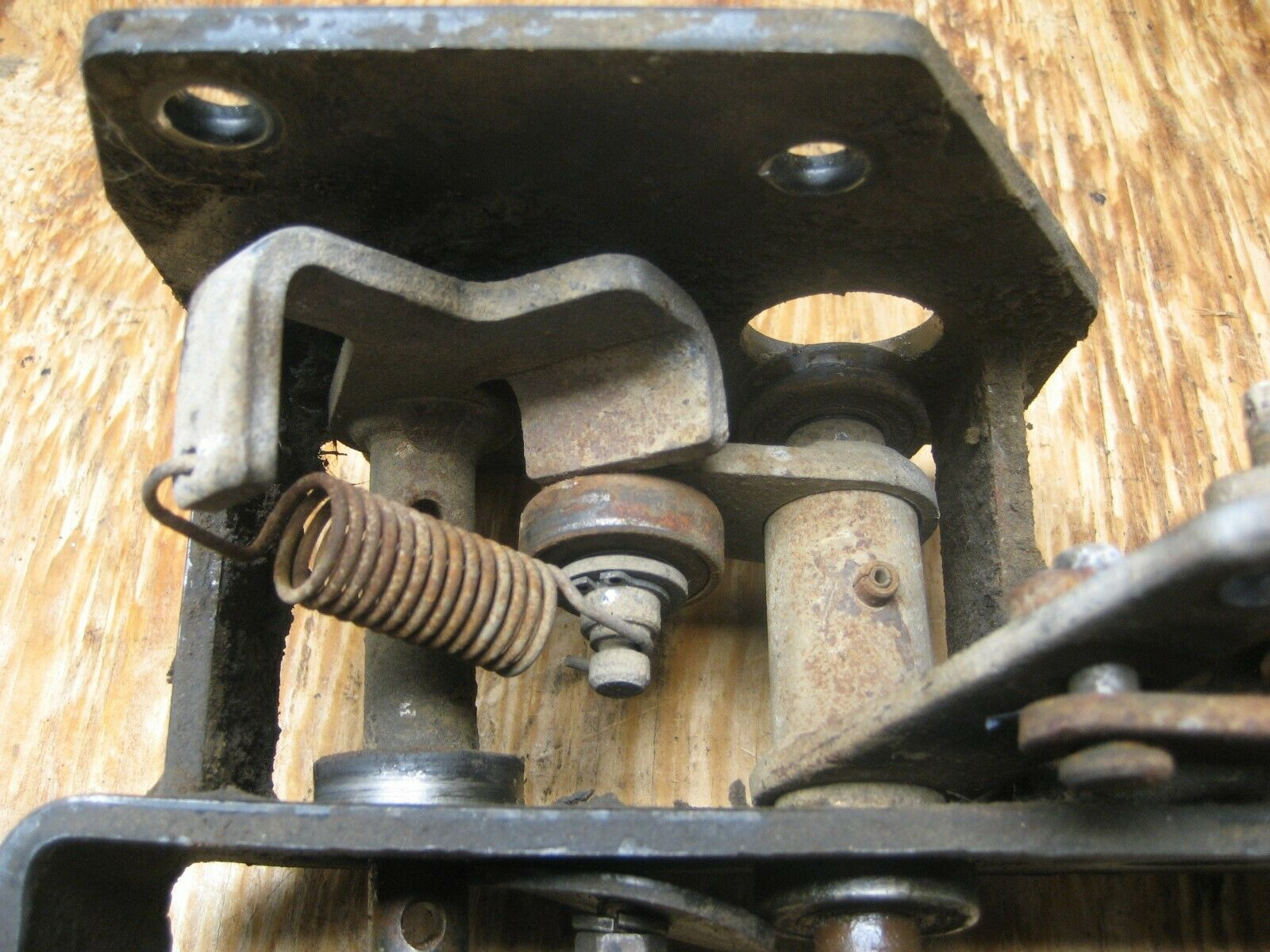 JOHN DEERE 2305 hydrstatic Control Pedal LVA801971