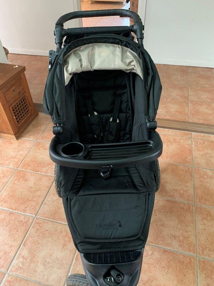 Babyjogger City Elite med bakkebord og kørepose