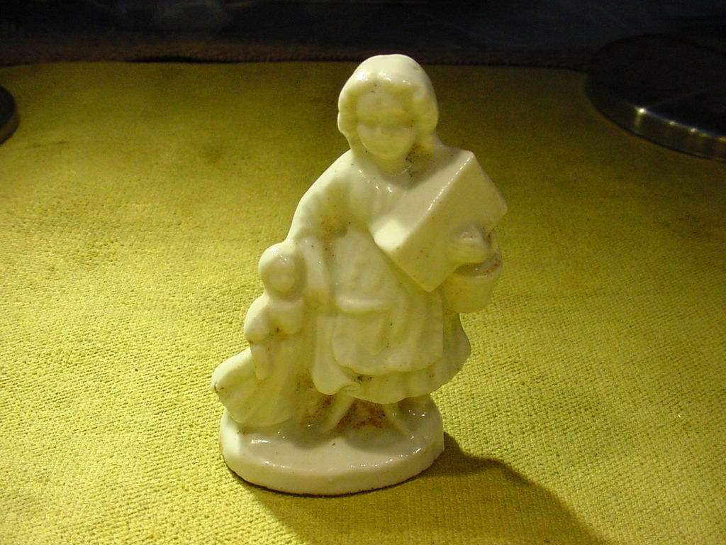 Excavated victorian woman figurine with girl and basket age 1860 Kister Art 7809