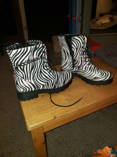 cinak mid calf zebra print womens size 7 boots - image 1