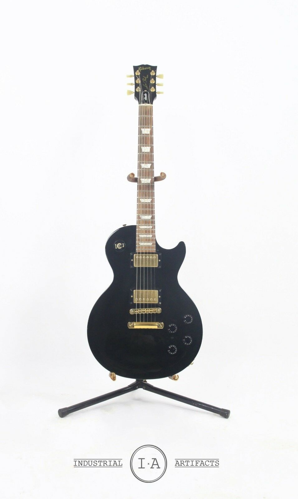 Gibson Les Paul in Ebony gold Hardware Studio with