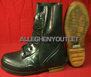 7074e42188d Details about NEW Bata Arctic Extreme Cold Weather -20° Black MICKEY MOUSE  BOOTS Tan GUM SOLE