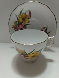 Vintage-Royal-Vale-England-Cup-and-Saucer-purple-amp-yellow-Lilies-gold-trim