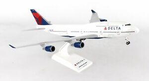 SKYMARKS-SKR508-DELTA-AIRLINES-747-400-1-200-SCALE-PLASTIC-SNAPFIT-MODEL