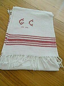 ANCIEN MONOGRAMME G C  sur serviette