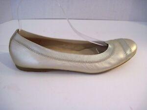 4aa50458d50 Stuart Weitzman Gold Tone Leather Round Toe Elastic Top Ballet Flats ...