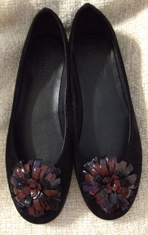 NEW IN BOXWOMEN'S SHOESBLACK SUEDEFLEXX MR NICE FLAT SHOES FLORALSIZE 9