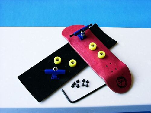 Gator wooden fingerboard compatible with all tech decks toy Redblueyellow