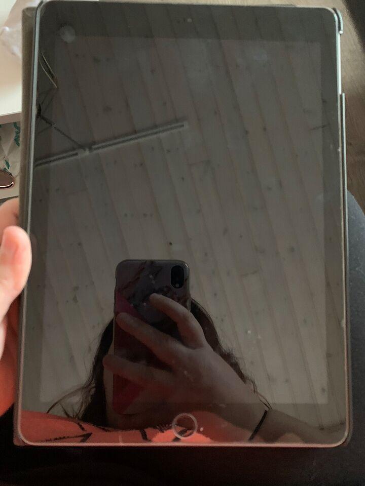 iPad, 128 GB, sort