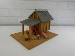 Vintage-Hand-Made-Wood-Wooden-Tobacco-Barn-Diorama-Folk-Art-Model