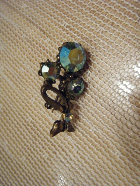 VINTAGE GOLDTONE PIN WITH IRRIDESCENT CRYSTALS