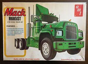 Mack-R685ST-Semi-Tractor-Model-Vintage-1-25-Hobby-Kit-AMT-T535-Rare-USA-1977
