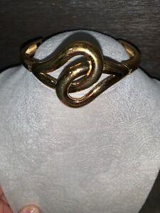 Vintage-Monet-Textured-Cuff-Bangle-Clamper-Bracelet-Gold-Tone-Safety-Chain