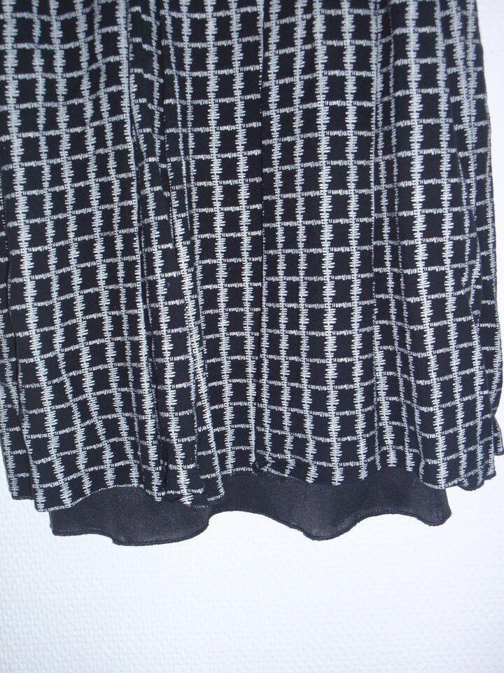 Kjole, med stropper, sort med hvidt mønster