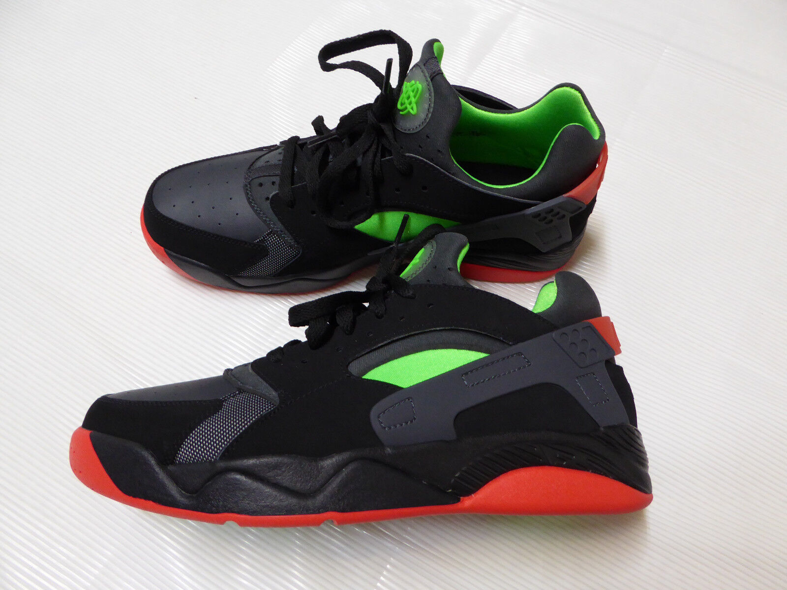 NIKE Air Flight Huarache Sneakers SHOES US_10.5   EUR_44.5