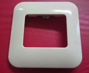 GIRA-Abdeckplatte-fuer-Einzelgeraete-29509-Standard-cremeweiss
