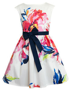 Kleid mit blumen weiss