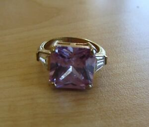 Beautiful-Gold-Toned-Ring-with-Purple-amp-Clear-Stones-Size-7-25