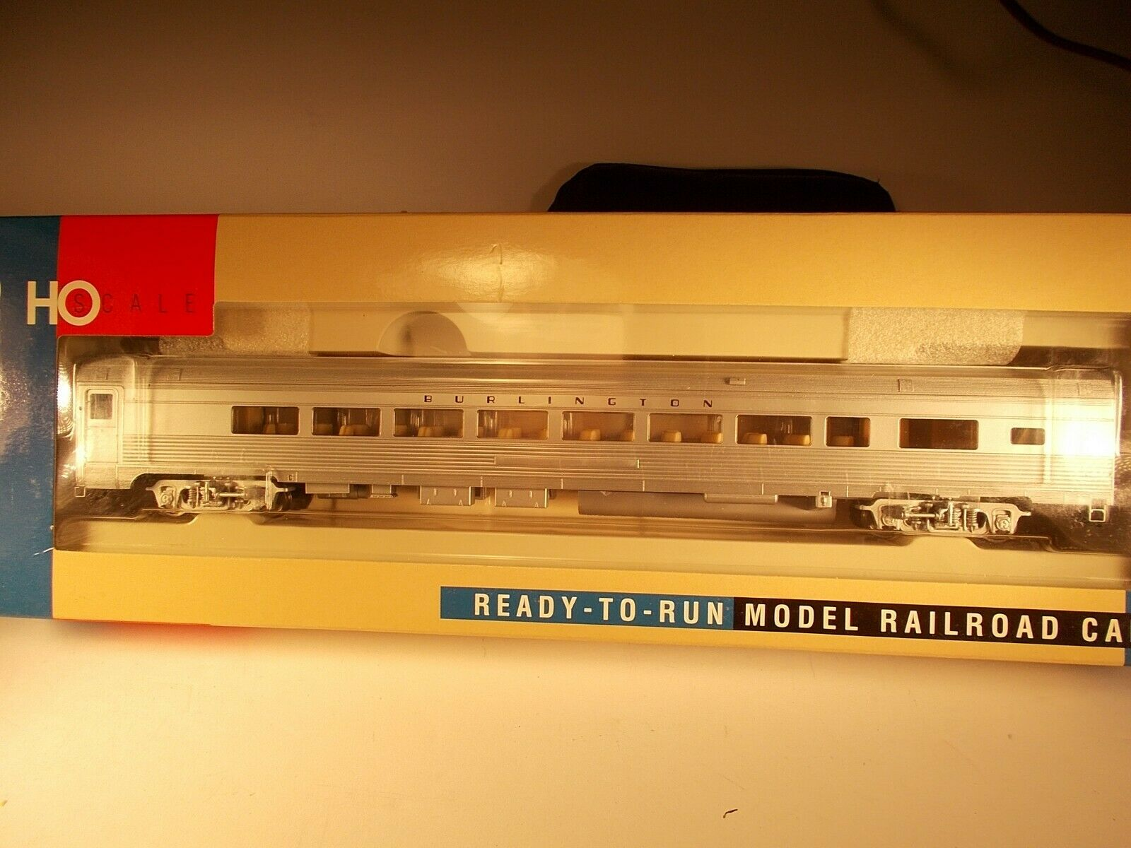 Walthers HO Scale Burlington Lounge