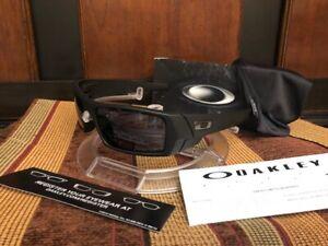 NEW-Mens-Oakley-Gascan-Sunglasses-Matte-Black-l-Grey-03-473-106