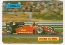 1985 portugués De Bolsillo Calendario F1 Ferrari Equipo conductor Michele Alboreto en acción