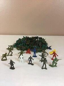 Lot-of-150-Plastic-Army-Men-Playset-Figures-Green-Gray-war-games