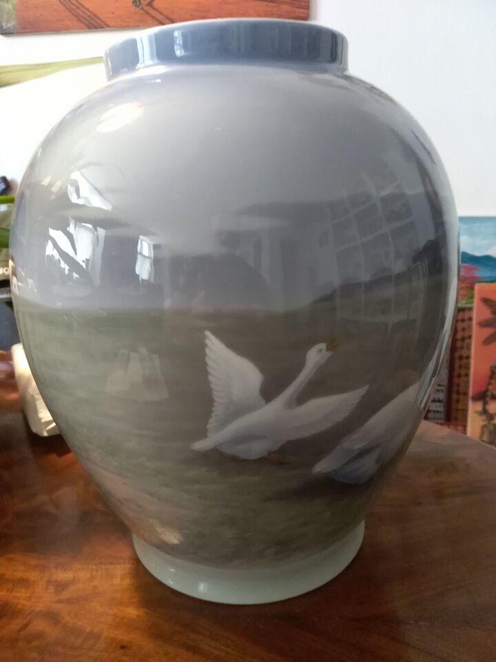 Porcelæn, Stor og flot Royal Copenhagen vase med gæs