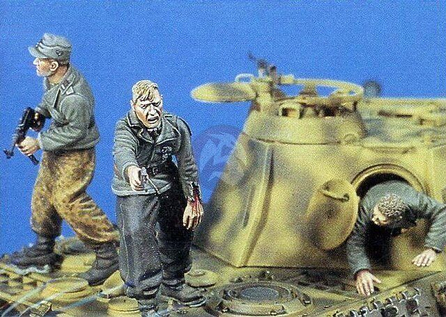 Jaguar 1 35 Bail Out German Tank Crew Escaping from Tank WWII (3 Figures) 63003