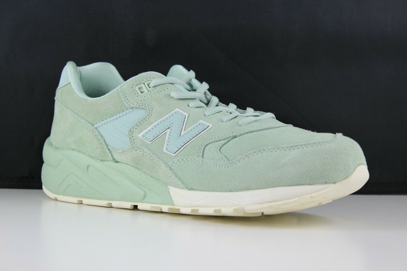 New Balance Size 9 Mens Mint Cream MRT580MC