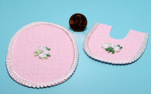 Dollhouse Miniature Pink Bathroom Rug Set with Lace /& Flower ~ BA260P