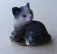 1:12 Black & White Sitting Cat Dolls House Miniature Living Room Accessory Lk10