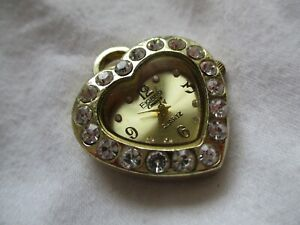 Figaro Couture Analog Pendent Watch with Quartz Movement