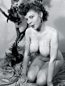 Super hot naked milfs