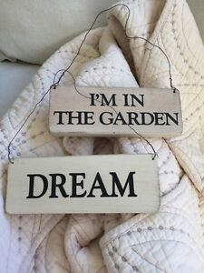 2-Hanging-Wooden-Home-Decor-Signs-034-Dream-034-amp-034-I-039-m-In-The-Garden-034