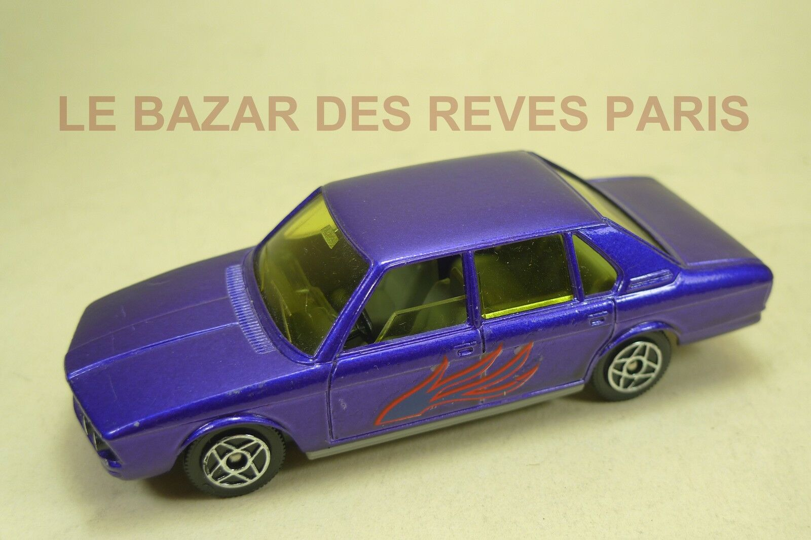 DINKY TOYS FRANCE.   BMW 530.  REF  1404.  ( moule SOLIDO.)