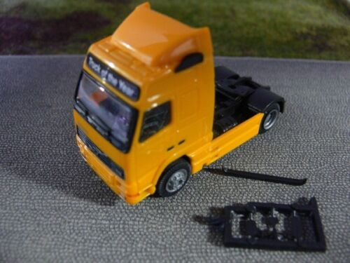 1//87 Albedo Volvo FH16 Zugmaschine gelborange