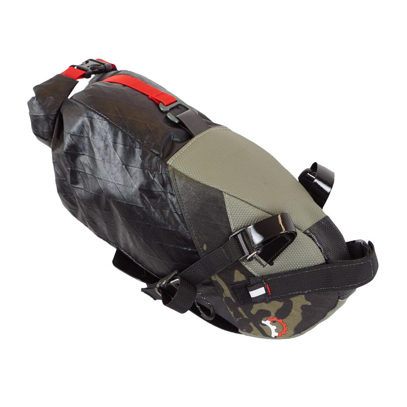Revelate Designs GABBlANlt Seat Pack bisaccia incl. Valais morsetto nero CAMO