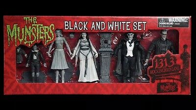 Diamond Select Toys Set THE MUNSTERS Action figures in Black and White