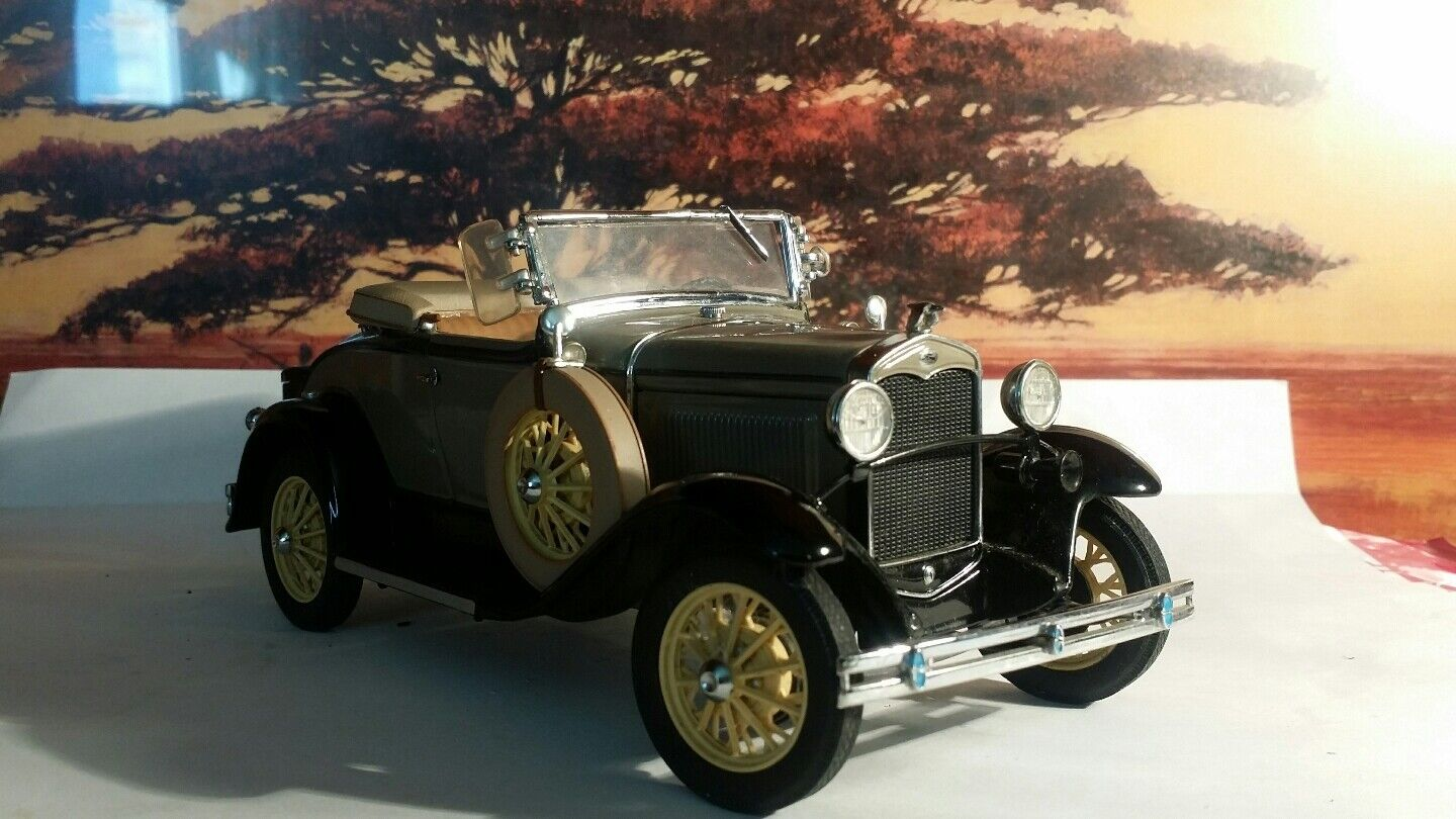 Danbury Mint 31 Ford Deluxe Roadster Model A 1 24 and COT