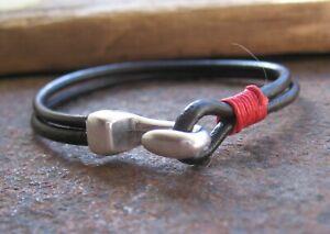 Handgearbeitetes-Lederarmband-Herren-Damen-Surfer-rot-neu-Leder-schwarz-Armband