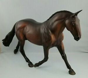 Breyer-703-Cleveland-Bay-Traditional-Scale-Model-Horse
