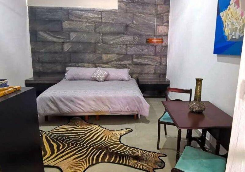 En Renta Bonito Loft con aire acondicionado, cable e internet. Excelente ubicación