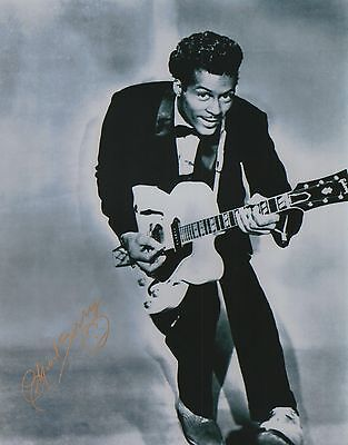 "Chuck Berry Signed Autographed 11x14 W/proof Of Years At ""blueberry Hill"" G Entertainment Memorabilia"
