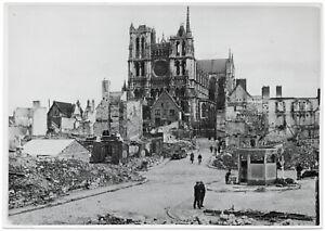 Im-zerstoerten-Amiens-Orig-Pressephoto-um-1940