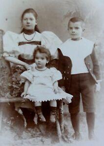 Geschwisterportrait-1-Jungen-2-Maedchen-Foto-Fotographie-Schaem-Hamburg